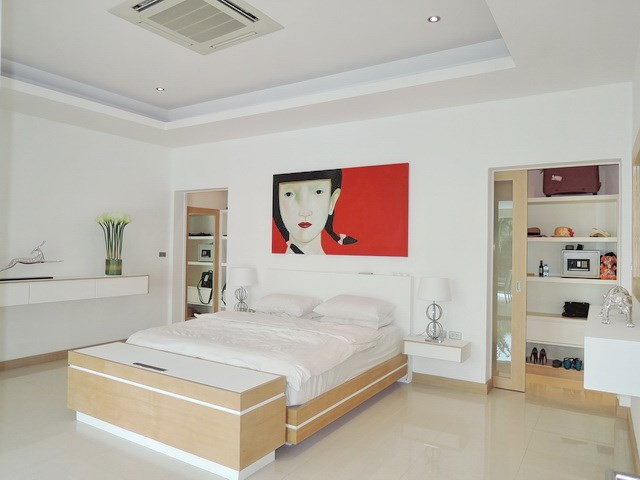 House for rent The Vineyard Pattaya showing the master bedroom