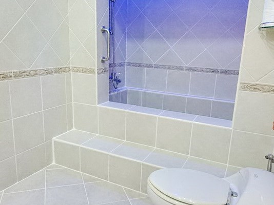 House for rent View Talay Villas Jomtien Pattaya showing the bathroom and shower