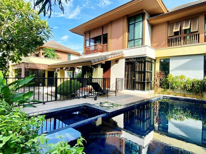 House for rent East Pattaya showing the house, pool and terraces