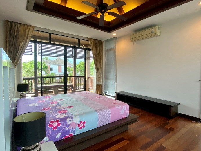 House for rent East Pattaya showing the master bedroom and balcony