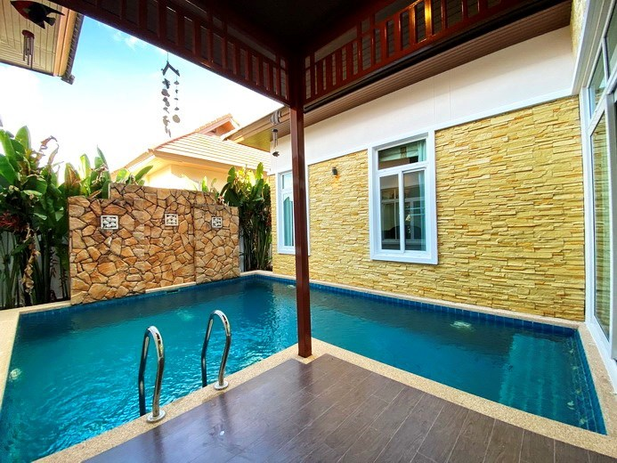 House for rent East Pattaya showing the poolside terrace