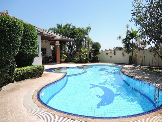 House for rent East Pattaya showing the private pool and covered terrace