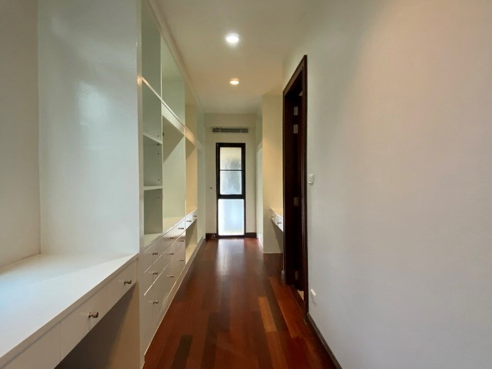House for rent East Pattaya showing the walk-in wardrobes