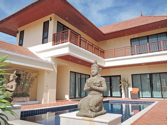House for sale at Bangsaray Pattaya showing the house and swimming pool