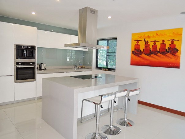 House for sale at Bangsaray Pattaya showing the kitchen