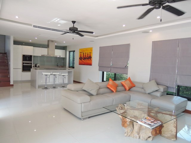 House for sale at Bangsaray Pattaya showing the living and kitchen area