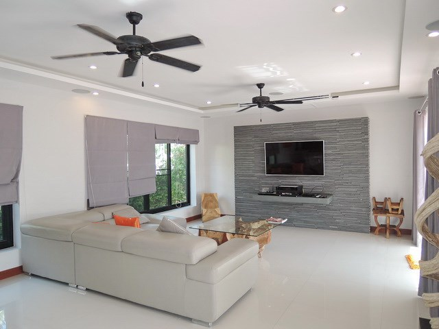 House for sale at Bangsaray Pattaya showing the living area