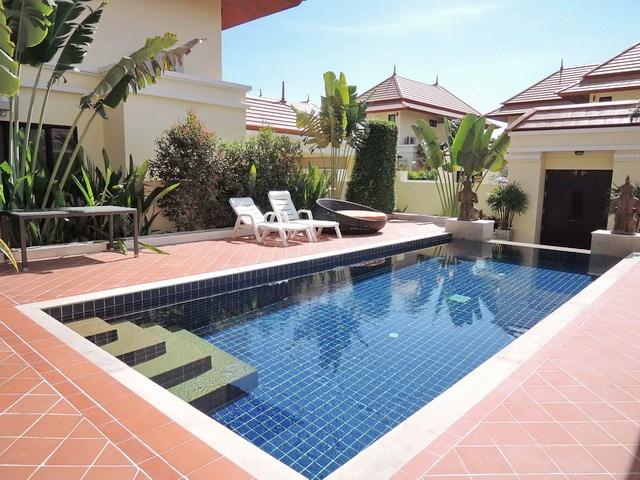 House for sale at Bangsaray Pattaya showing the private swimming pool
