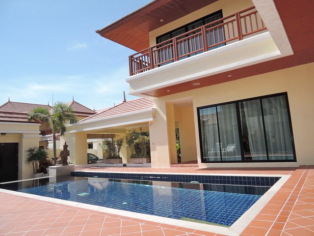House for sale at Bangsaray Pattaya showing the swimming pool and terraces