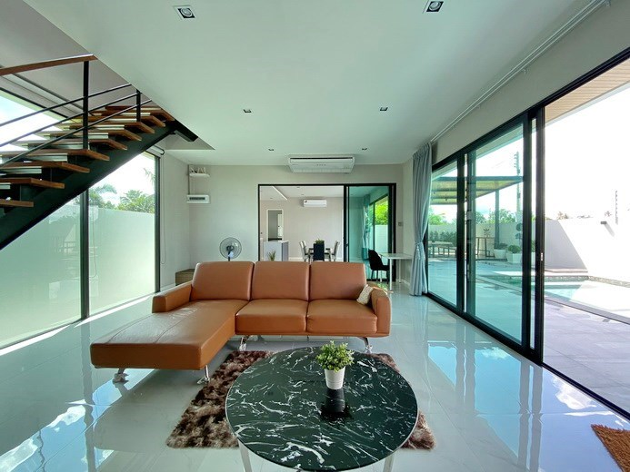 House for sale East Pattaya showing the open plan living room