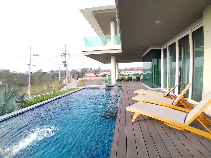 House for sale East Pattaya showing the poolside terrace