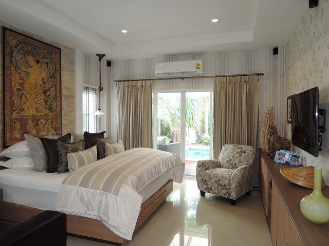 House for sale Huay Yai Pattaya showing the master bedroom poolside