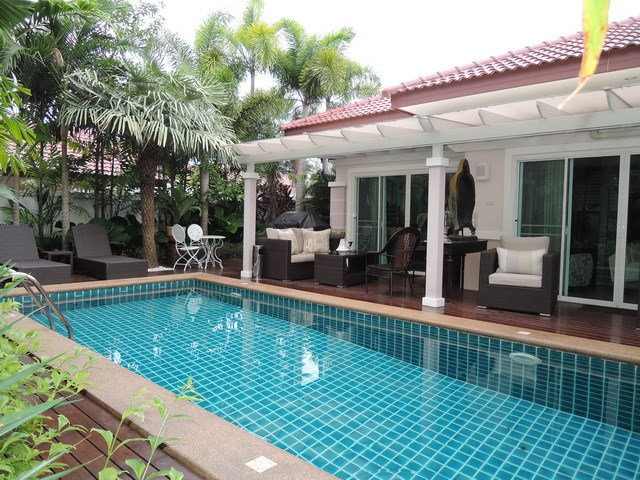 House for sale Huay Yai Pattaya showing the swimming pool and terraces