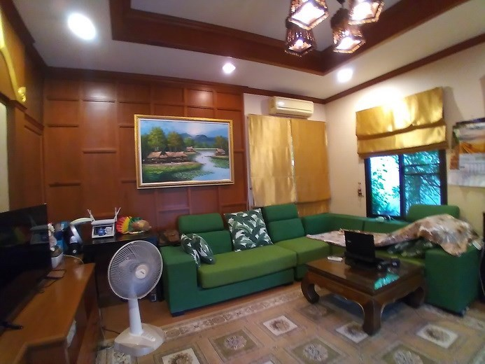 House for sale Huay Yai Pattaya showing the first living area