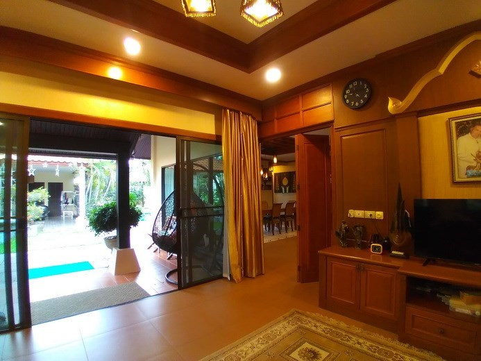 House for sale Huay Yai Pattaya showing the first living area with pool view