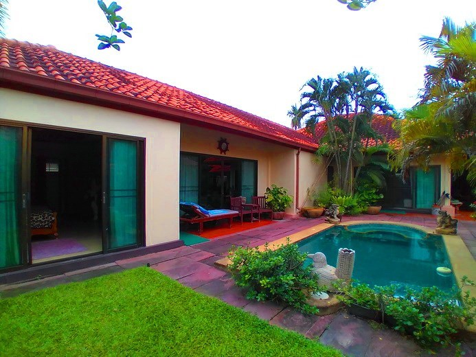 House for sale Huay Yai  Pattaya showing the fourth bedroom poolside