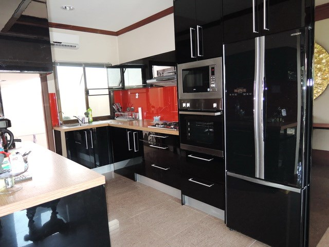 House for sale Huay Yai Pattaya showing the great kitchen