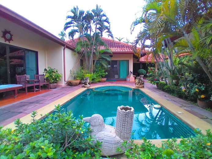 House for sale Huay Yai Pattaya showing the poolside terrace