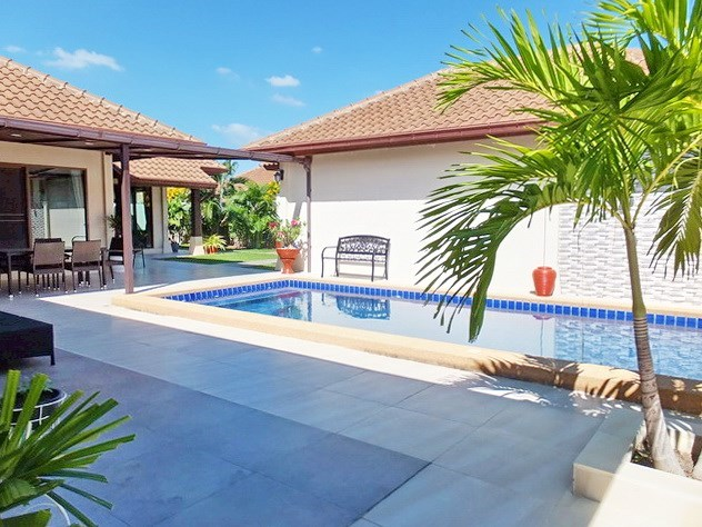 House For Sale Huay Yai Pattaya showing the terraces and pool