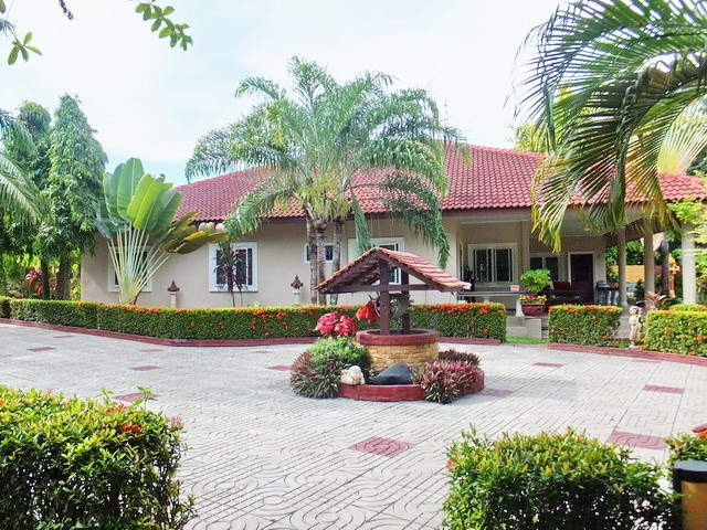 Resort for sale Huay Yai Pattaya showing the house 1