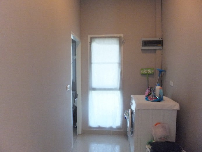 House for sale Huay Yai Pattaya showing the utility area and second bathroom