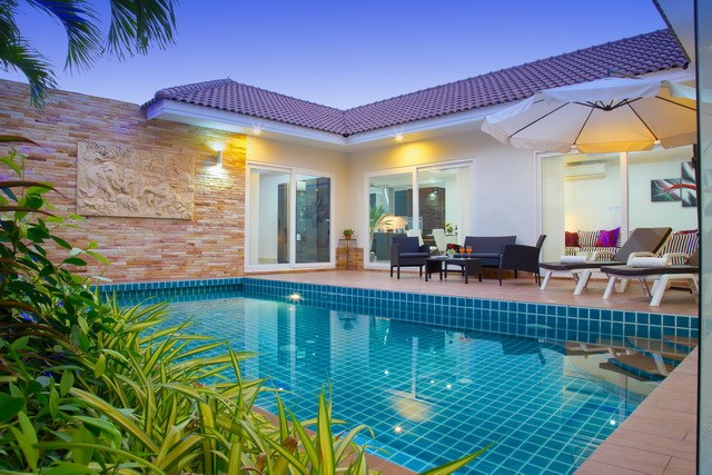House For Sale Huay Yai showing the house and pool