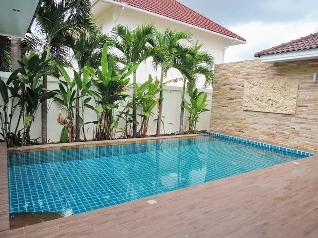 House for sale Huay Yai showing the private swimming pool