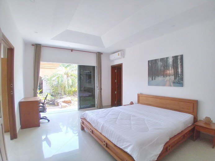 House for sale Jomtien Park Villas showing the fourth bedroom garden view