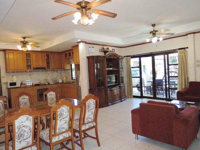 House for sale Jomtien Pattaya showing the living dining and kitchen areas
