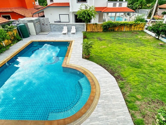 House for sale Jomtien showing the balcony view