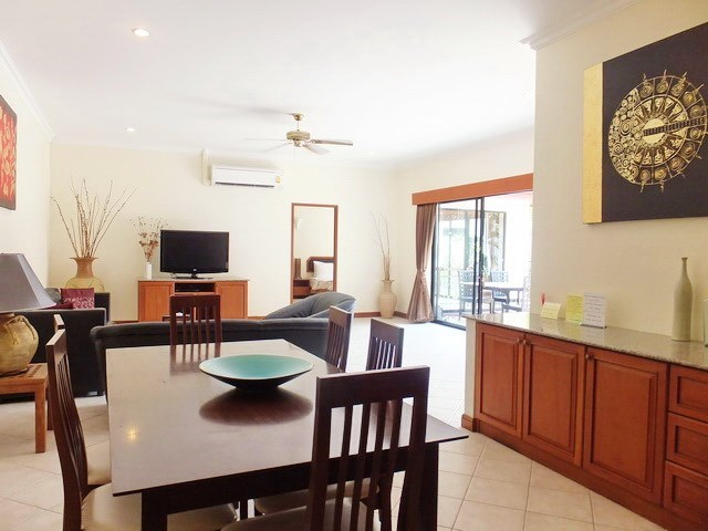 House for sale View Talay Villas Jomtien showing the dining and living areas