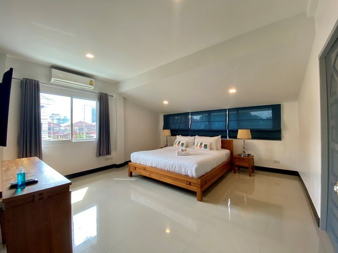 House for sale Jomtien showing the fourth bedroom and furniture