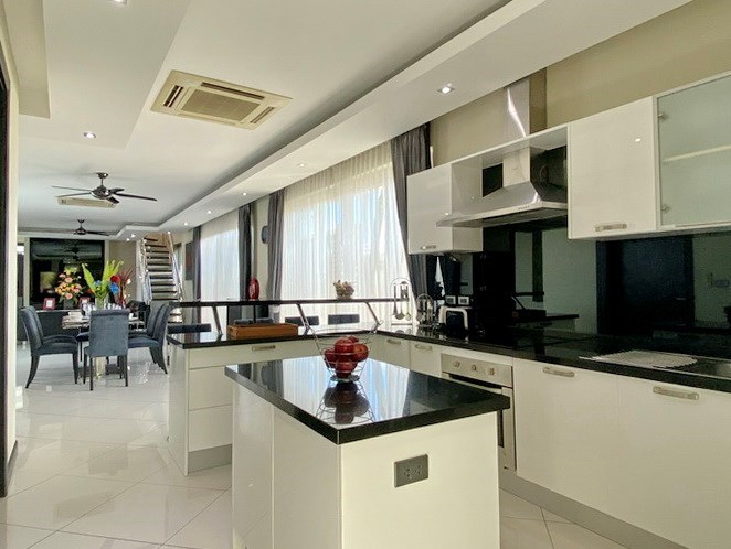 House for sale Jomtien showing the kitchen area