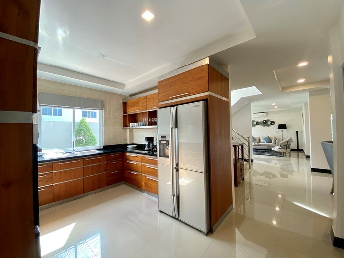 House for sale Jomtien showing the kitchen and living areas