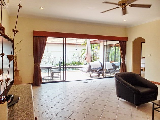 House for sale View Talay Villas Jomtien showing the living area and terrace