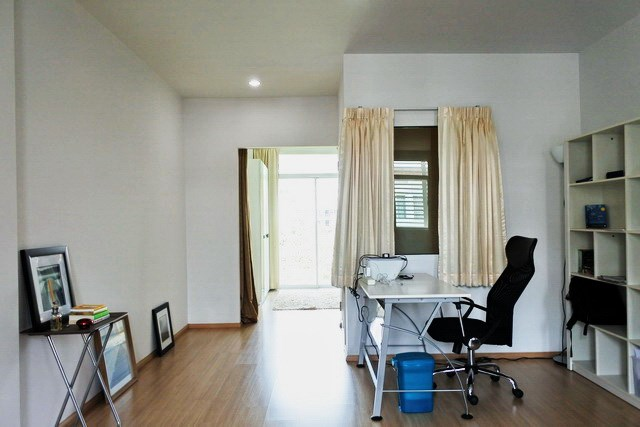 House for sale Jomtien showing the office area