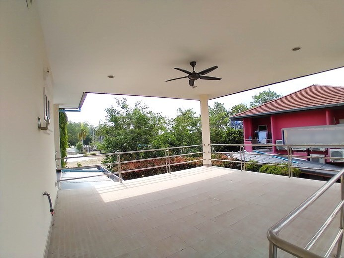 House for sale Mabprachan Pattaya showing the large balcony