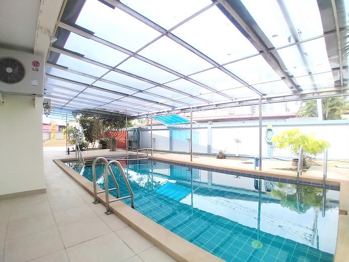 House for sale Mabprachan Pattaya showing the covered terrace and pool