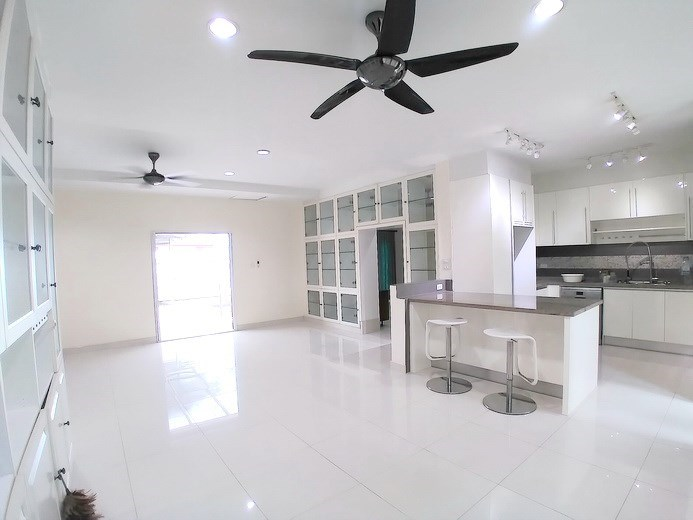 House for sale Mabprachan Pattaya showing the dining and kitchen areas concept