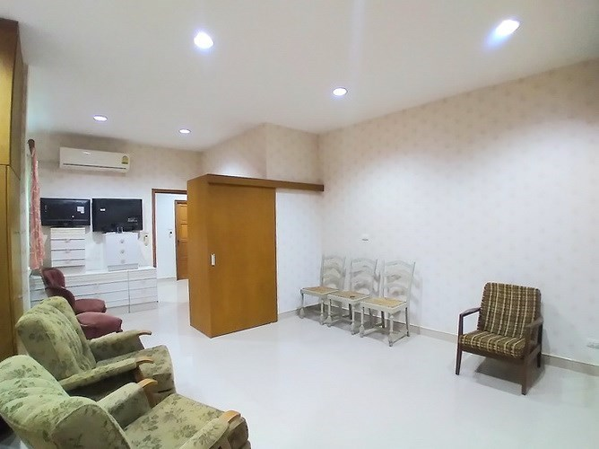 House for sale Mabprachan Pattaya showing the master bedroom with built-in furniture