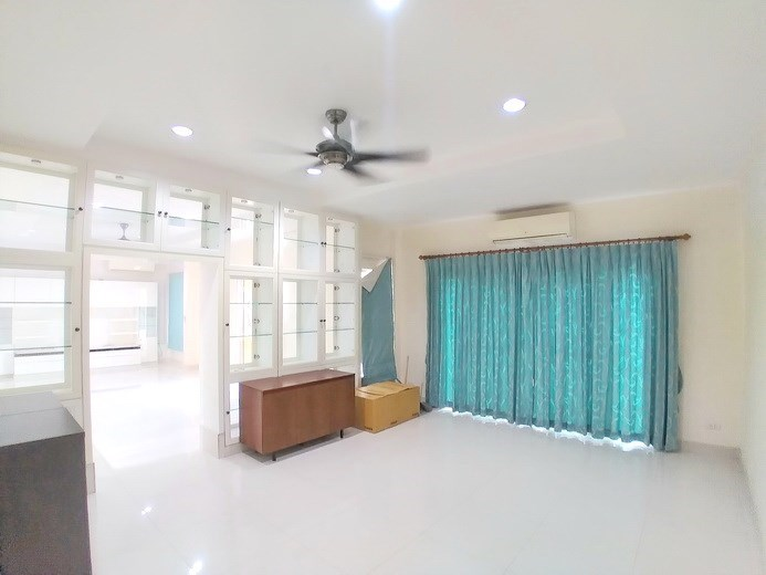House for sale Mabprachan Pattaya showing the office area concept