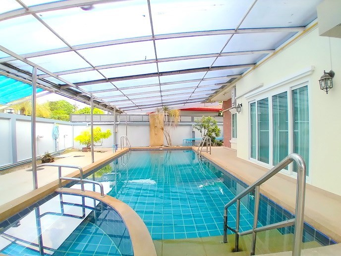 House for sale Mabprachan Pattaya showing the pool and poolside shower
