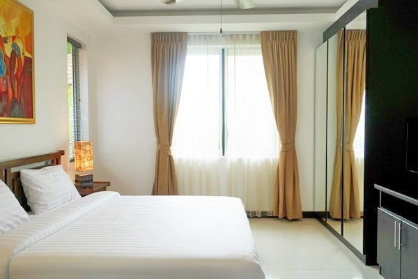 House for sale East Pattaya showing the third bedroom and built-in wardrobes