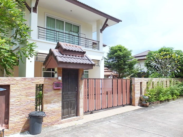 House for sale Na Jomtien Pattaya showing the house