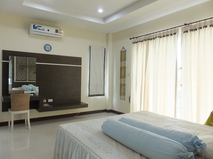 House for sale Na Jomtien Pattaya showing the master bedroom and balcony