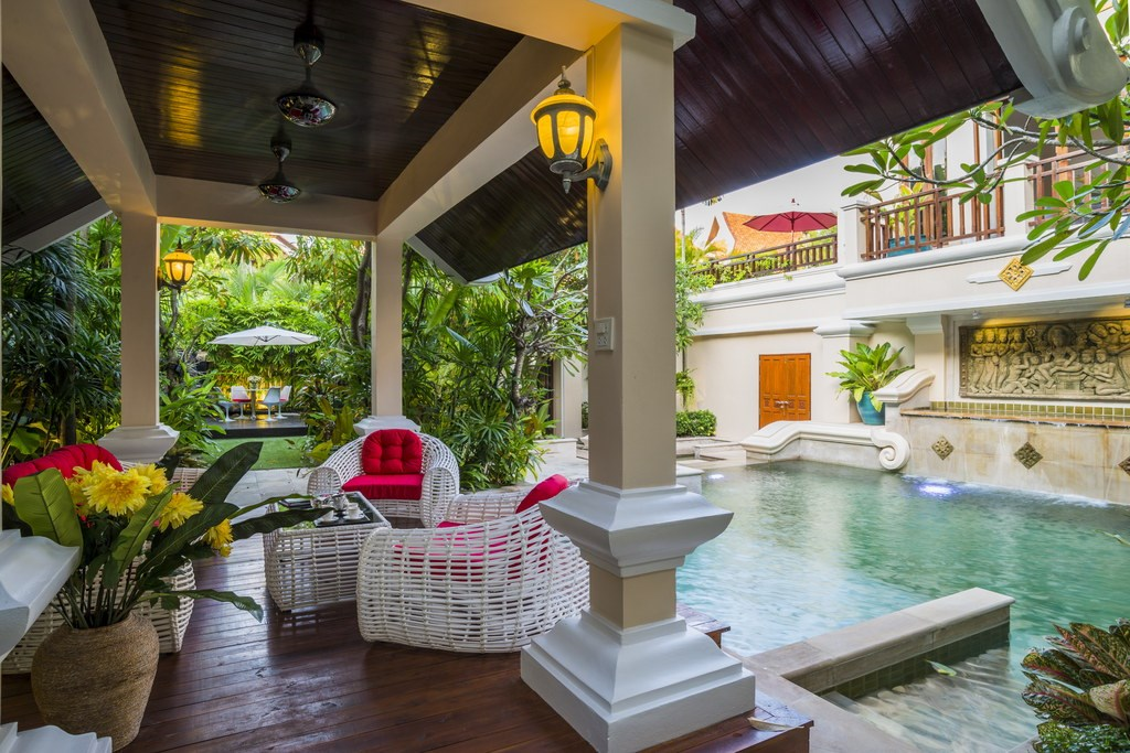 House for sale Na Jomtien Pattaya showing the poolside sala