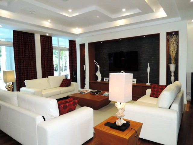 House for sale Pattaya Phoenix Golf Course showing the main living room