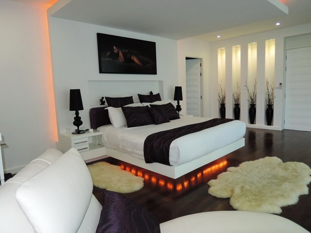 House for sale Pattaya Phoenix Golf Course showing the master bedroom