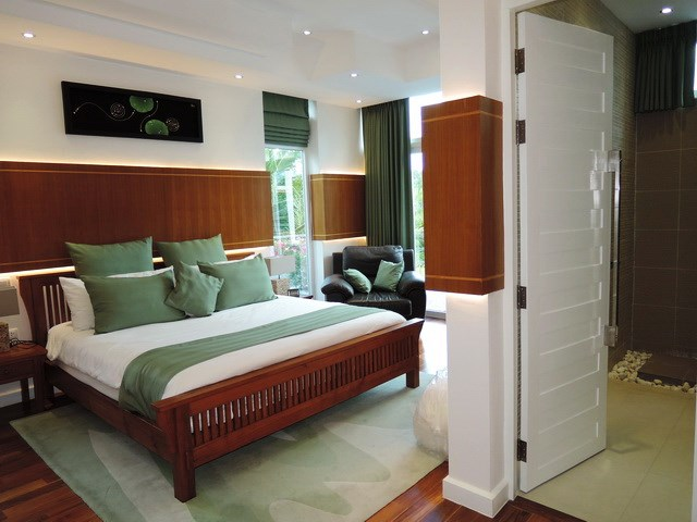 House for sale Pattaya Phoenix Golf Course showing the third bedroom with ensuite