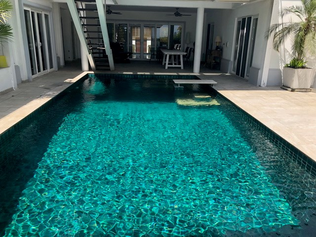 House for sale Pattaya SIAM ROYAL VIEW showing the pool
